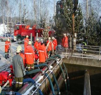 Nur durch den Einsatz von zahlreichen Pumpen konnte die Kläranlage rasch wieder in Betrieb gehen.