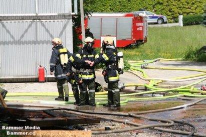 Einsatz mit umluftunabhängigen Atemschutz beim Sägewerkbrand 2012